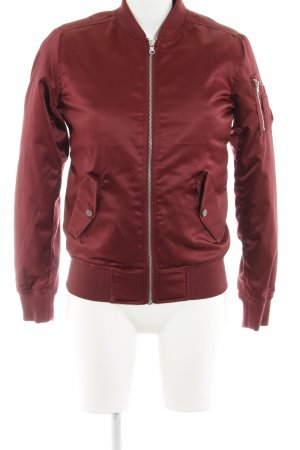 Urban Classics Chaqueta estilo universitario burdeos look casual