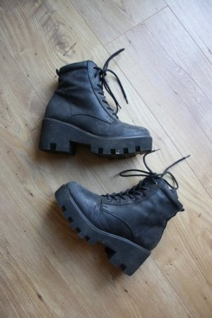 Urban Outfitter Stiefel Boots Chunky Blogger Plateau Absatz Heels schwarz