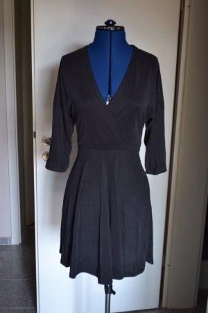 Urban Outfitters Neu schwarzes Kleid