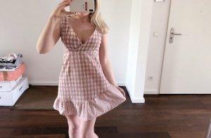 V-Auschnitt Kleid
