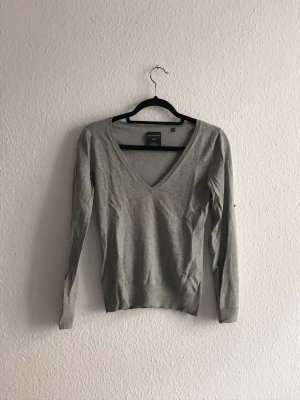 V-Neck Pullover in Grau
