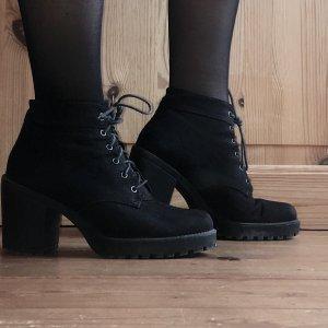 Vagabond Lace-up Booties black