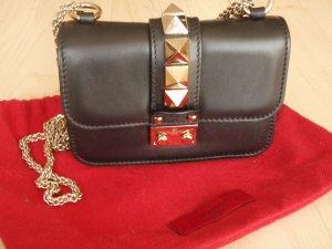 Valentino Garavani Rockstud Bag mini Push Lock schwarz/gold