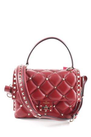 Valentino Bolso barrel rojo oscuro look Street-Style