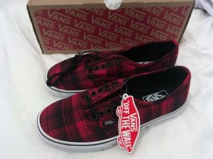 VANS Authentic Plaid schwarz/rot Gr. 38,5 NEU!