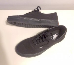 VANS Authentic Sneaker NEU Schwarz Gr. 40 US 9