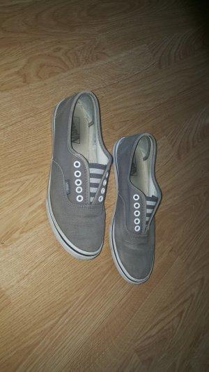 Vans in der Farbe Grau