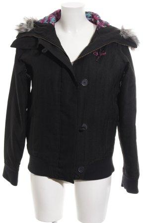 Vans Winterjacke schwarz Schriftzug gestickt Street-Fashion-Look