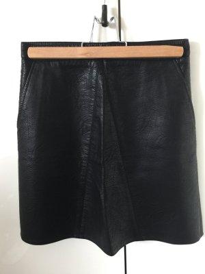 Vegan Leder Mini von ZARA in schwarz mit Seitentaschen