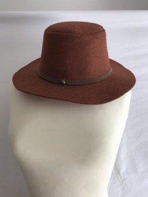 Cappello di lana ruggine-marrone-rosso