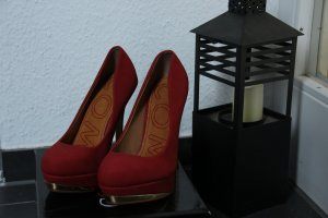 High Heels brick red-gold-colored