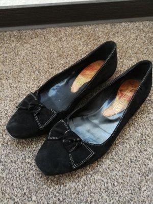 Velourleder Schuhe mit Schleife