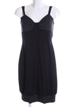 Vera Mont vestido de globo negro estilo fiesta