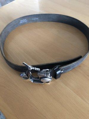 Vera Pelle Ledergürtel mit Vespa- Schließe