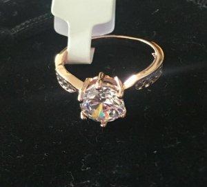 Vergoldeter Ring 18K mit Zirkonia Steinen