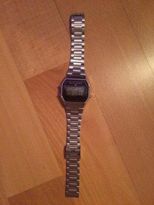 verkaufe 2 neuwertige Uhren zu einen Preis