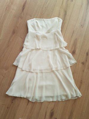 Verkaufe hier ein super süßes Schößchenkleid!