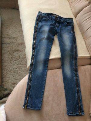 Verkaufe hier gut erhaltenen Jeans mit Seiten Reißverschluss