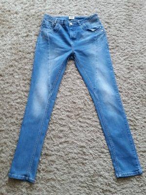 Verkaufe kaum gebrauchte Jeans Gr. 28/34 von VERO MODA