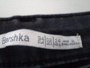 Verkaufe meine beiden bershka Jeans in der Größe 34 schwarz