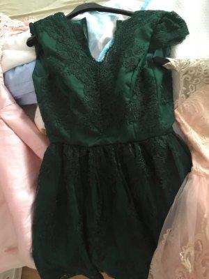 Verkaufe meine Kleider, alle beide pinke hab ich einmal getragen , das grüne noch garnicht aber alle sind Nagel neu