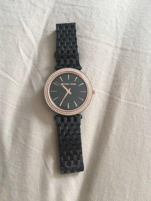 M.K. Reloj con pulsera metálica negro