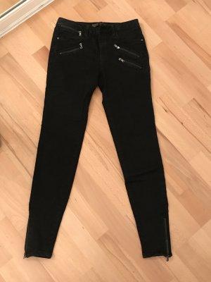 Verkaufe schwarze Skinny Jeans von Zara, Gr. 34 Neu