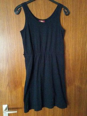 Verkaufe schwarzes Kleid von BUFFALO Gr. 38 kaum getragen