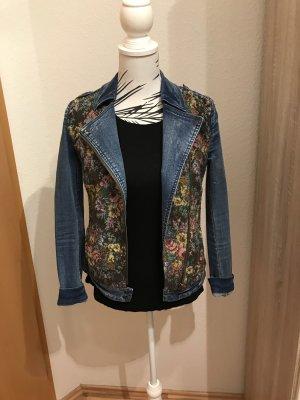 Verkaufe und SUCHE!!! diese Promod Jeansjacke mit Stickerei