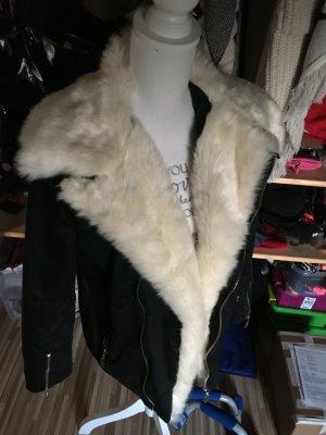 Verkaufe wunderschoene schwarze Jacke in M