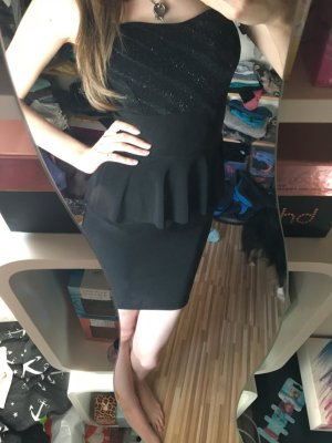 Verkaufe wunderschoenes nagelneues schwarzes Schoesschenkleid :)