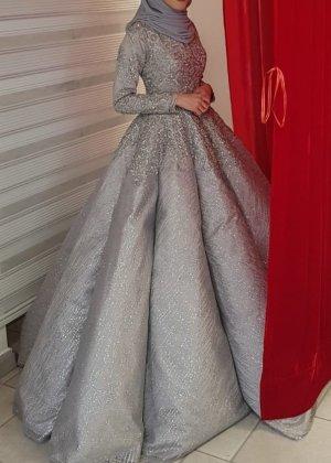 Vestido de novia gris claro-gris