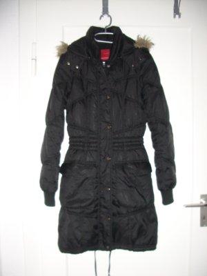 Vero Moda Daunenmantel in schwarz gesteppt mit Fellkapuze