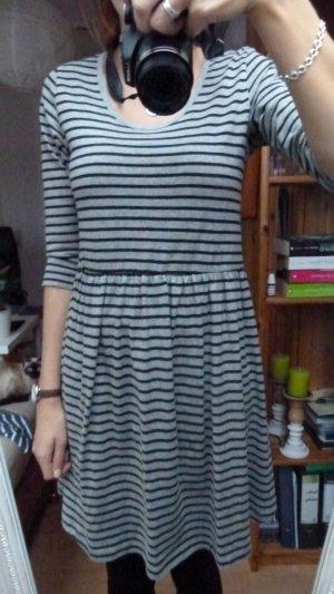 Vero Moda - gestreiftes Jerseykleid; Gr. M