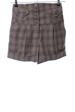 Vero Moda High-Waist-Shorts brown check pattern casual look