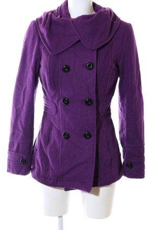 Vero Moda Abrigo corto lila look casual