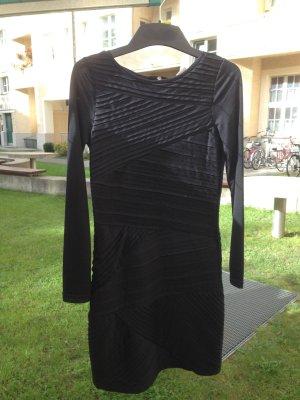 VERO MODA neues, enges Kleid in Schwarz, Gr. S