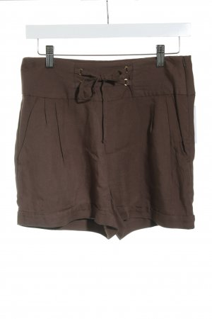 Vero Moda Shorts marrón look casual