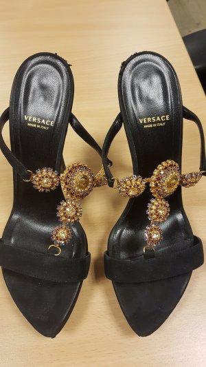 Versace Sandaletto con tacco alto nero-oro Scamosciato