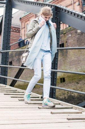Versace Jeans Röhrenjeans hellblau extravaganter Stil