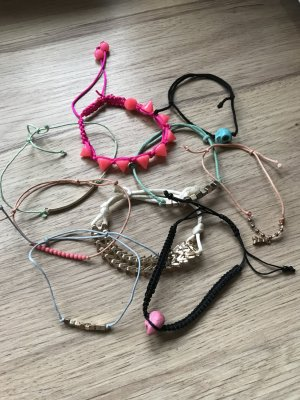 Verschiedene Armbänder