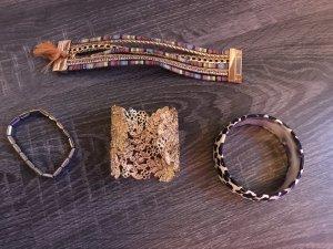 Verschiedene Armbänder Gold Statement breit Leopardenmuster Blumen Print