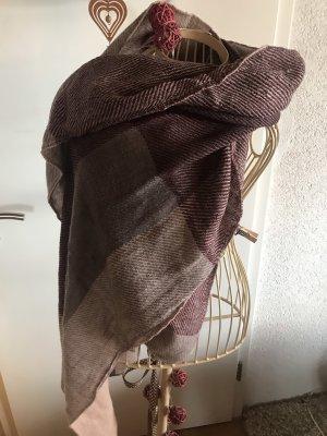 Verschiedene Damen Schals