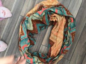 Verschiedene Schals von Pieces
