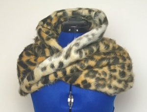 Verschlungener Leoparden-Rundschal