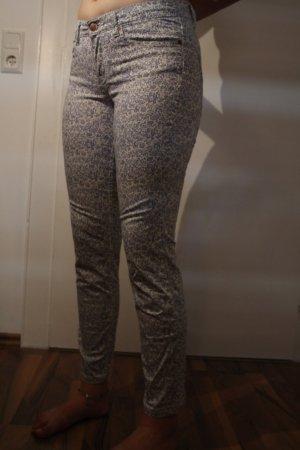 Verspielte Hose mit Blumen-Muster von H&M