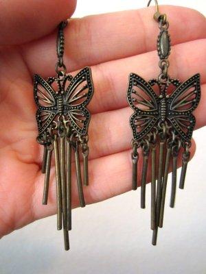 Verspielte Ohrringe mit Schmetterling