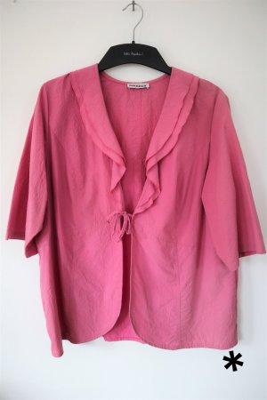 Verspielte, rosa Blusenjacke