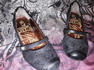 Verspielte Schuhe von bullboxer