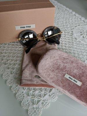 Verspielte Sonnenbrille aus dem Hause Miumiu